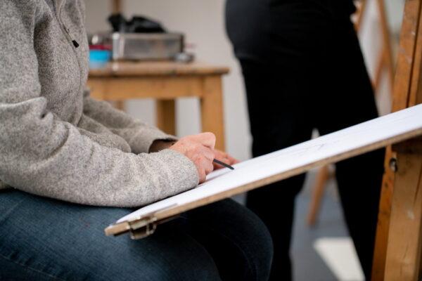 tekenen houtskool student